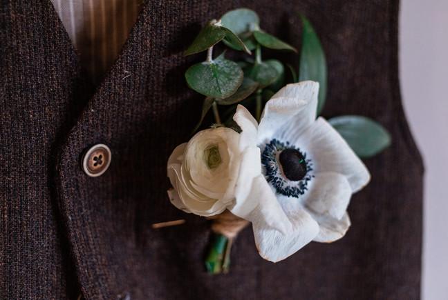 Boutonniere, wedding flowers, floral shot