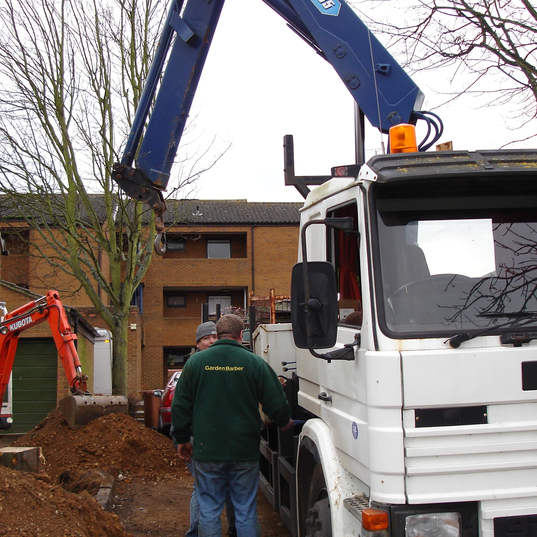 Tree root removal with lifting lorry