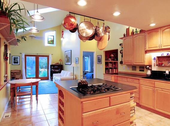 3 Kitchen - Behind Stove.JPG