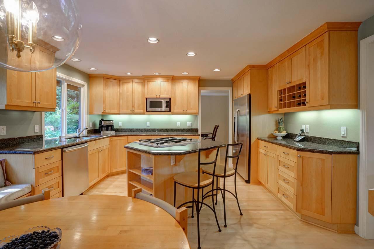 1c kitchen wide.jpg