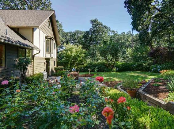 25a Backyard wide back to house.jpg