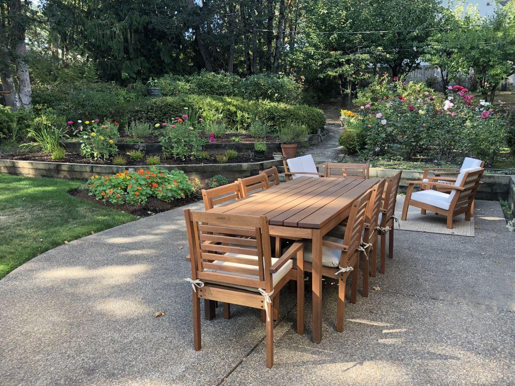 25e backyard patio table & flowers.jpg