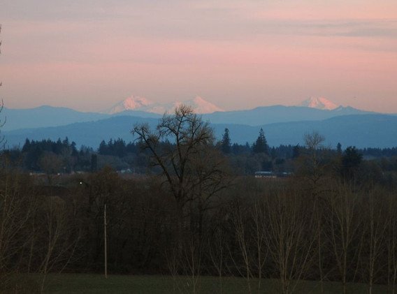 26 Rooftop View of Cascade Mountains 012