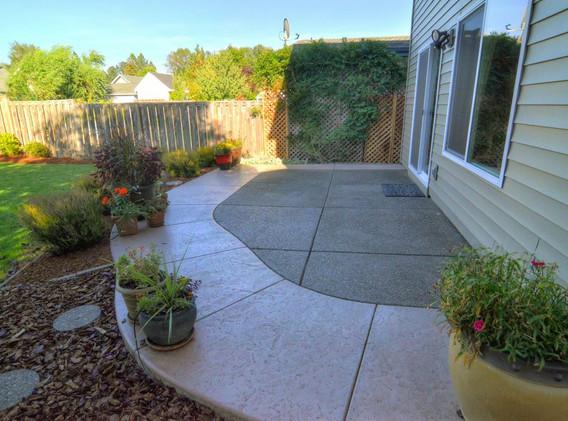 28 d Backyard patio HDR.JPG
