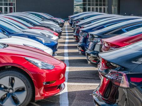 30% dos carros novos vendidos em novembro foram modelos eletrificados!
