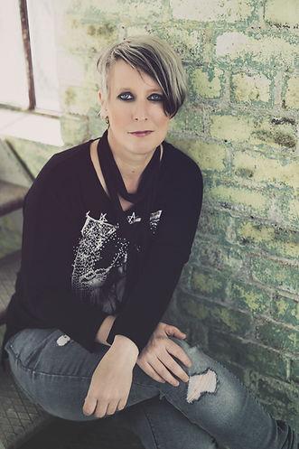 Lorna Thomas female bassist