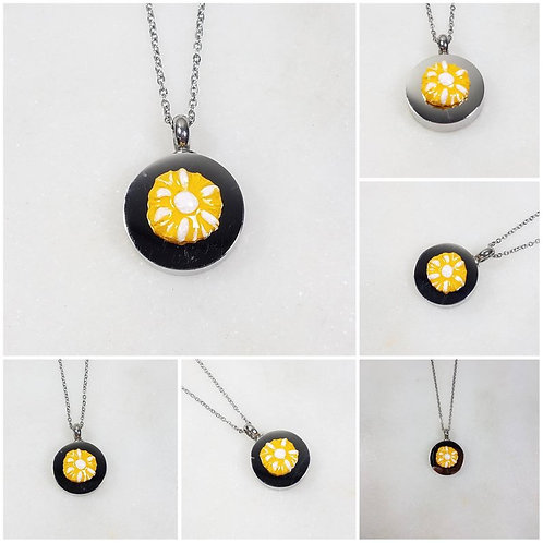 Memorial Ash Stainless Steel Cremation Round Daisy Urn Necklace/Cremation Pendan