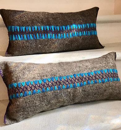Funda de almohada de lana bordada