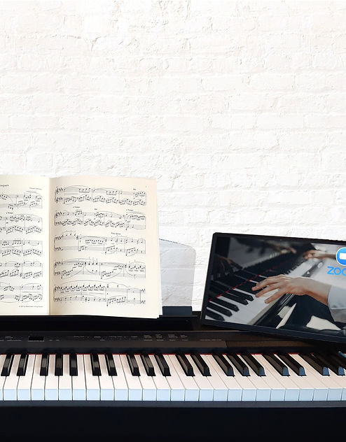 Live online piano lesson at IMIO