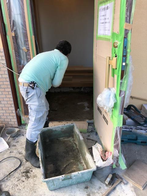玄関タイル工事
