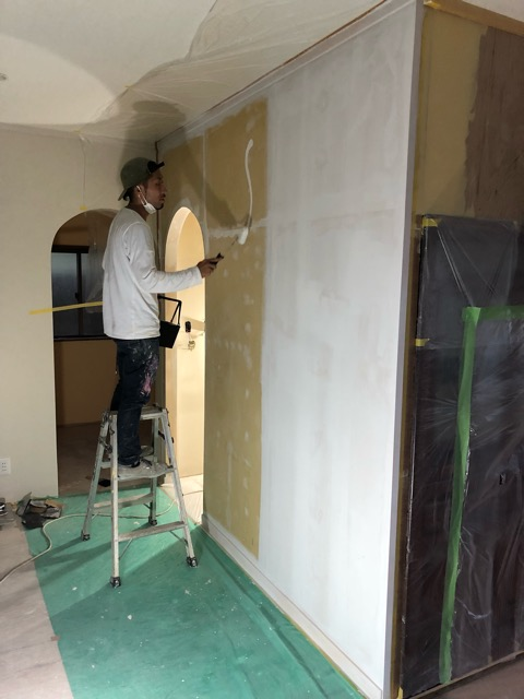 特殊塗装準備シーラー塗装中