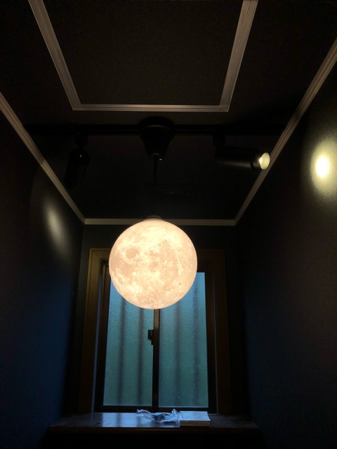 2階トイレ月ライトアップ
