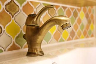 アンティークの水栓金具