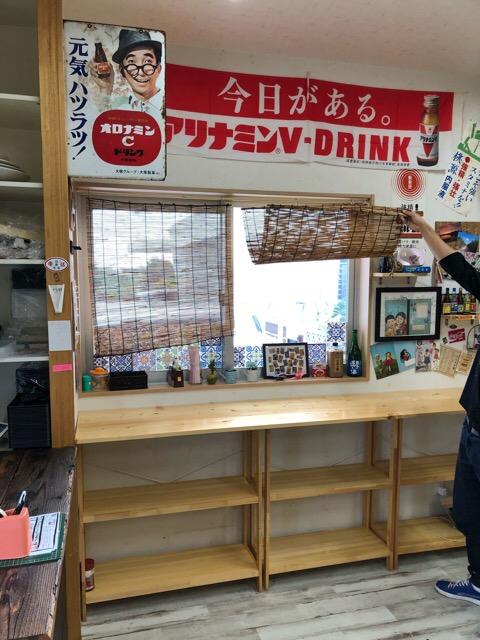 リフォーム前店舗写真(カウンター前の窓)