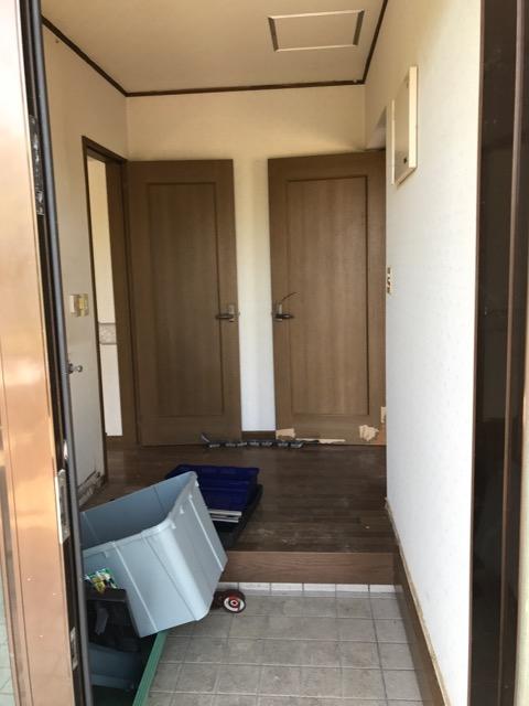 リフォーム前写真(玄関から入った時の写真)
