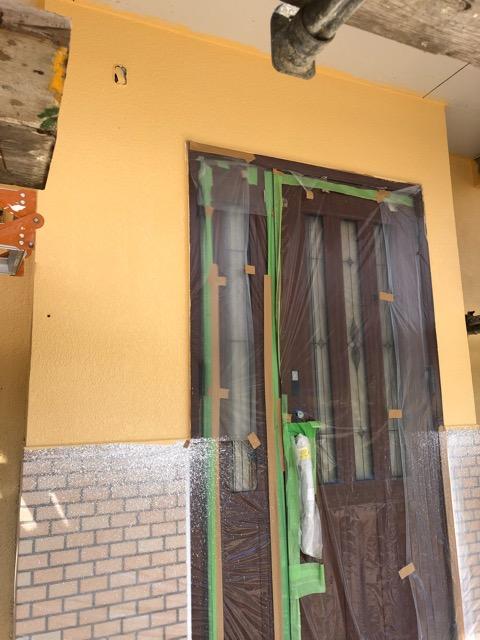 外壁塗装玄関施工状況
