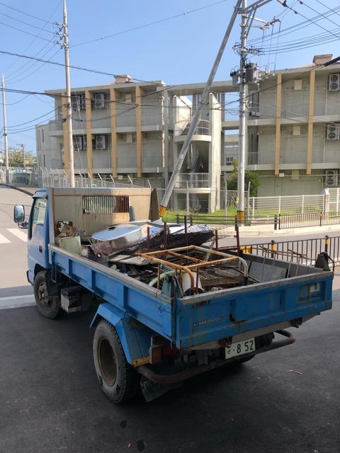 2トントラック鉄くず積状況