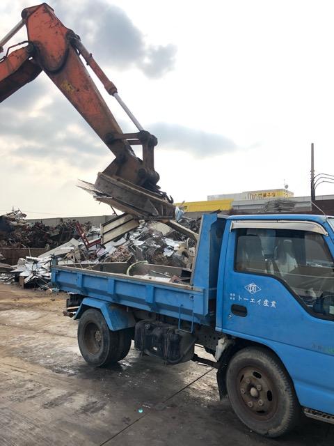 2トントラック鉄クズ撤去状況