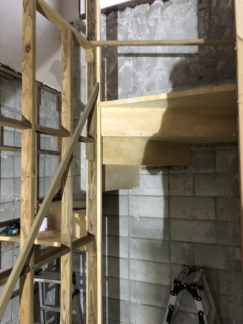 階段下施工写真