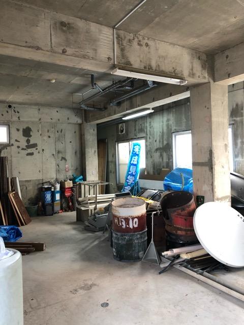 廃材撤去前倉庫内写真1
