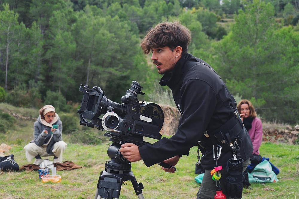 Director y guionista del vídeo promocional.