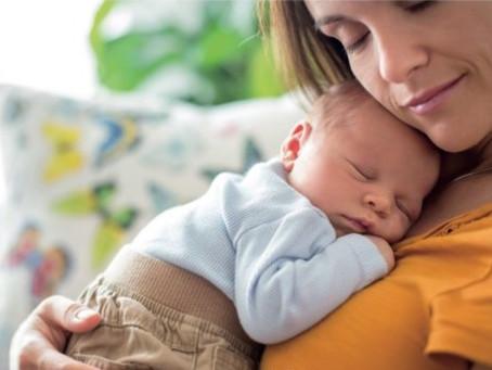 Le Mois d'Or et le besoin d'amour du nourrisson