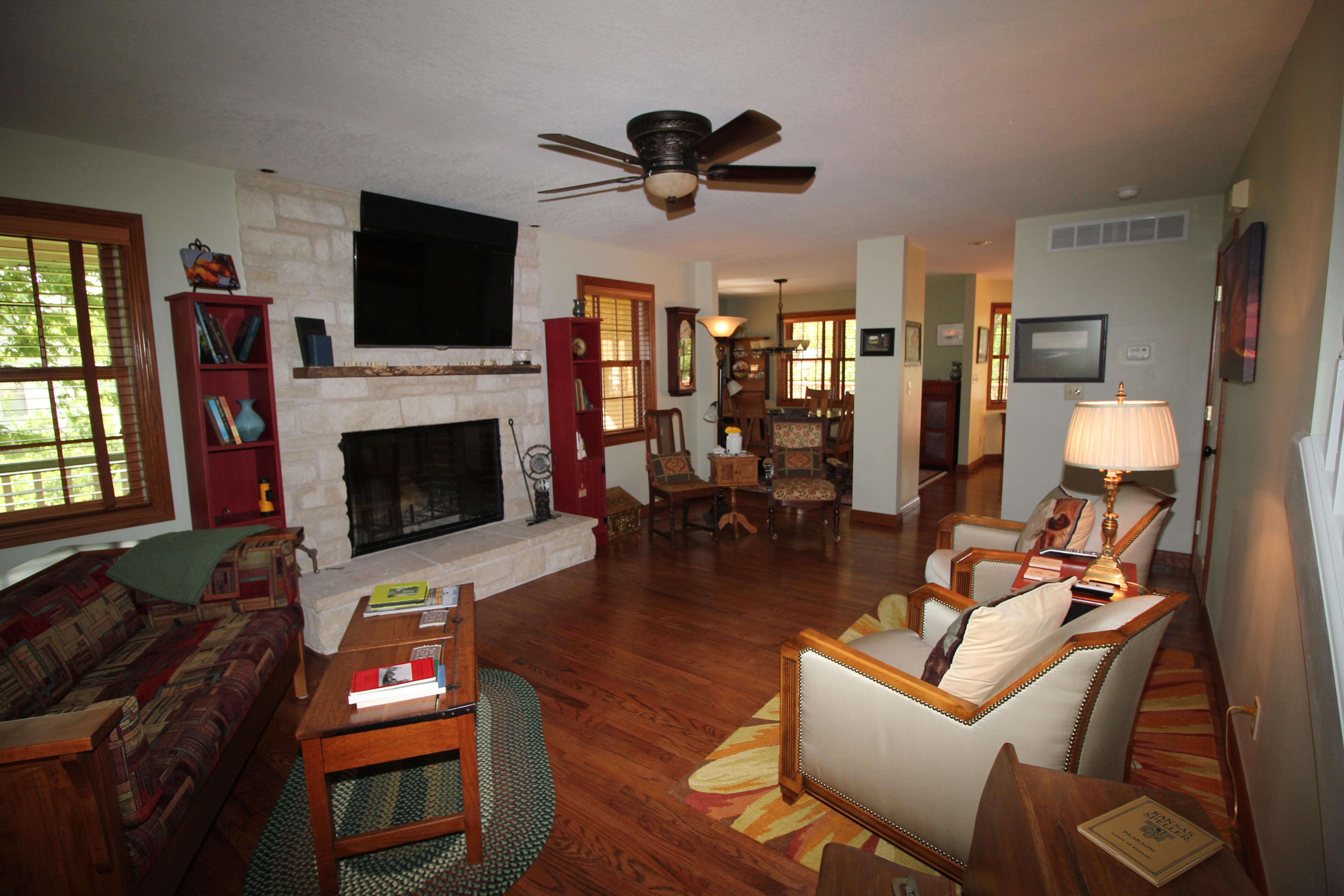 Prairie House Living/Dining Room