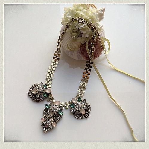 Karis necklace