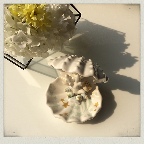 Marly shell porcelain dish