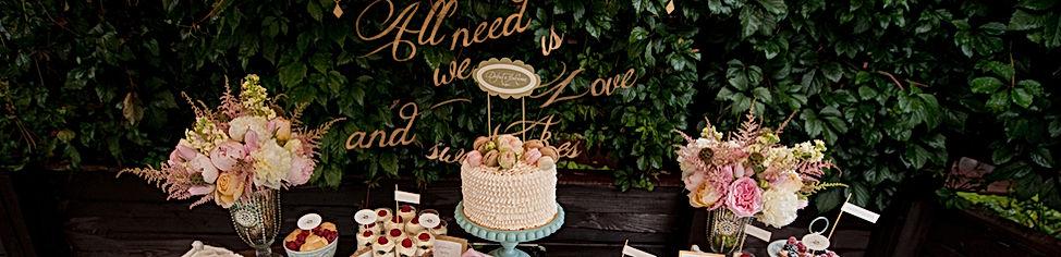 Wedding Desserts with boxwood backdrop
