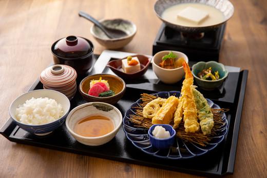 豆乳出汁の美人豆腐御膳~天婦羅~