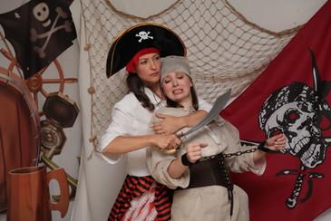 pirate_et_prisonnière_2.jpeg