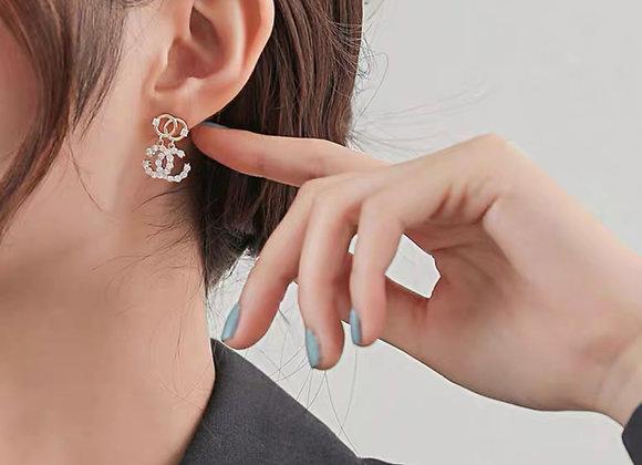 Sleek double C earrings