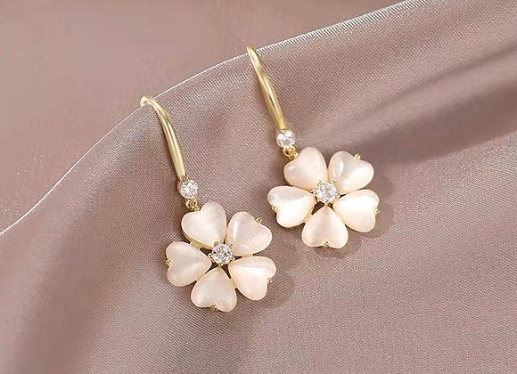 Pretty clover style earrings