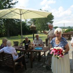 Gæsterne ankommer på terrassen