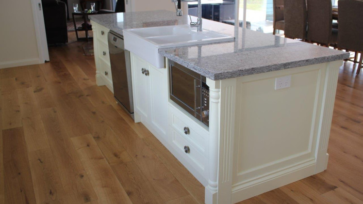 CEDAR GROVE: Traditional Kitchen