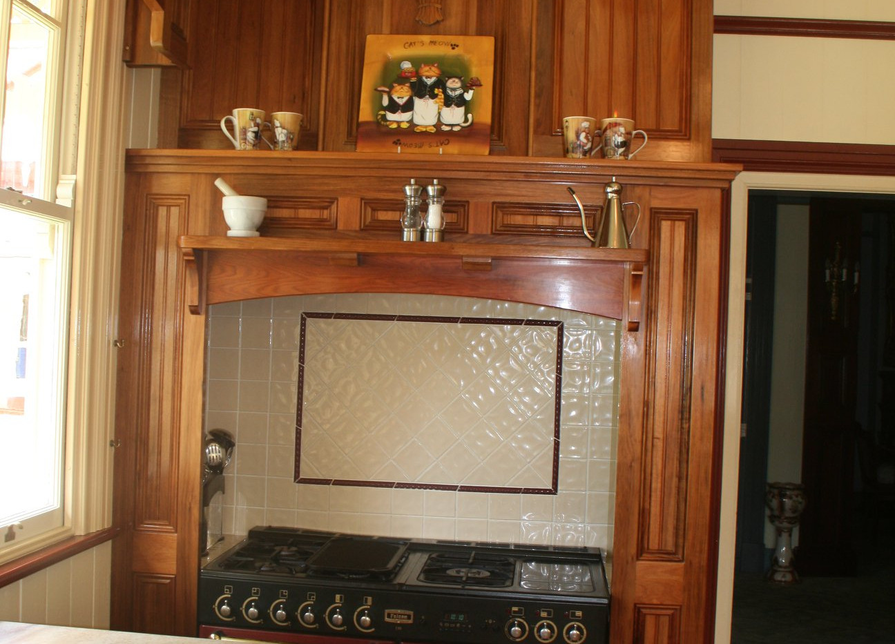 TASMANIAN BLACKWOOD: Classical Kitchen Cabinetry