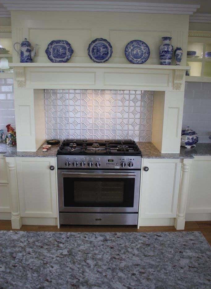 CEDAR GROVE: Traditional Kitchen