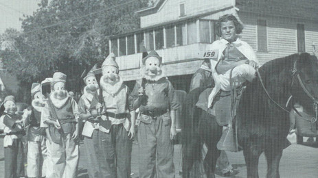 "Pattie Carter accompanied by the ""Seven Dwarfs"", c. the late 1940s – early 1950s"