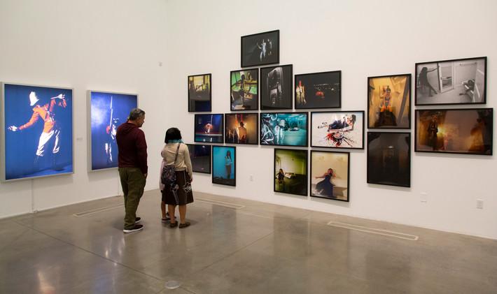 Foto de MOAH más allá de la superficie por Babak M