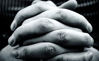 hands-2274255_1920_edited.jpg