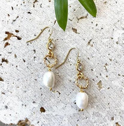 VB & Co. - Pearl Earrings