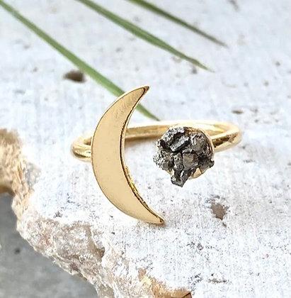 VB & Co. - Pyrite Moon Ring