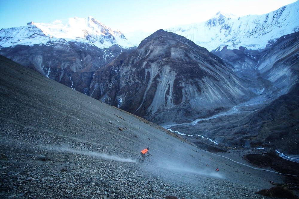 'Gunning-it' 4400m - (C) Sabrina Curtis - Tilicho Lake Basecamp