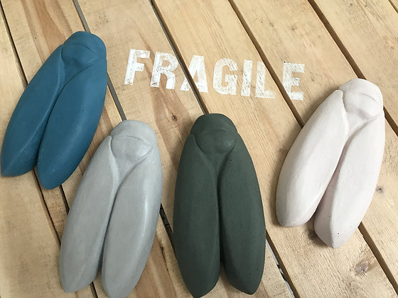 cigale en béton bbync bleu canard, gris clair, kaki, blanc