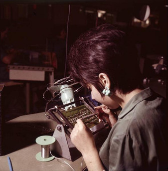 Pomezia; Assembly of components on printed circuit boards for the IME 86S electronic desktop calculators 9/20/1967