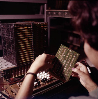 Inserting the printed circuit board when assembling an IME 86S desktop electronic calculator 9/20/1967