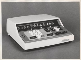 IME 121 electronic calculator with integrated circuits and one memory