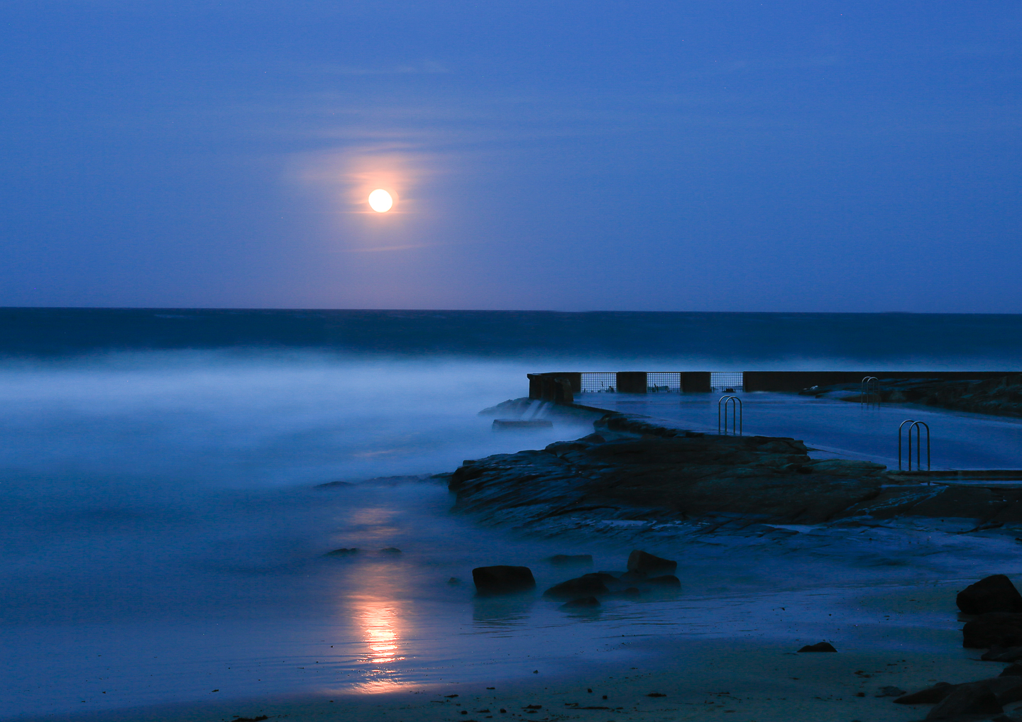 Rising Moon Yamba Main Beach Pool