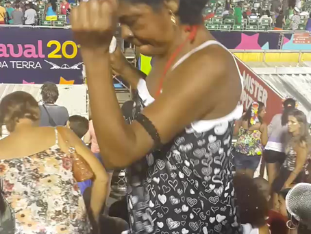 Rio Karnavalında bir abla ve bir enişte gördüm😊
